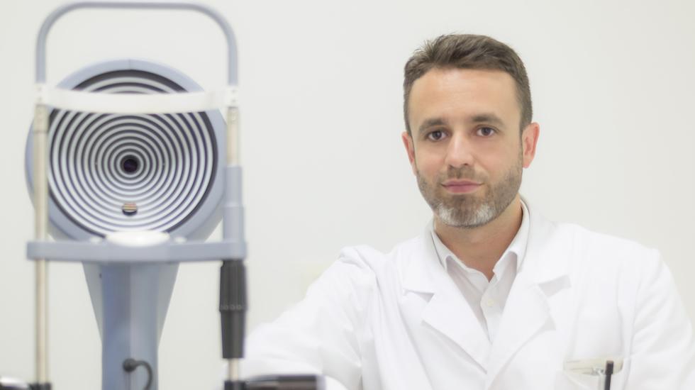La Voz de Galicia – Pablo Charlón, especialista en adaptación de lentes de contacto